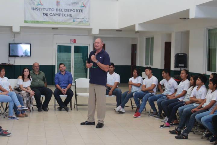 Alberto Juantorena Brinda Charla Motivacional A Deportistas